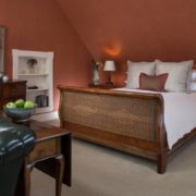 Jackson House Inn - Francesca queen suite with antique sleigh bed